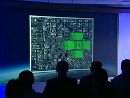 Letadlo zachytí kamerou 45stupňové snímky ve čtyřech směrech, pátá kamera snímá