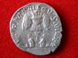 St��brn� mince vyra�en� ve francouzsk�m Lyonu, kterou na�li archeologov� p�i...