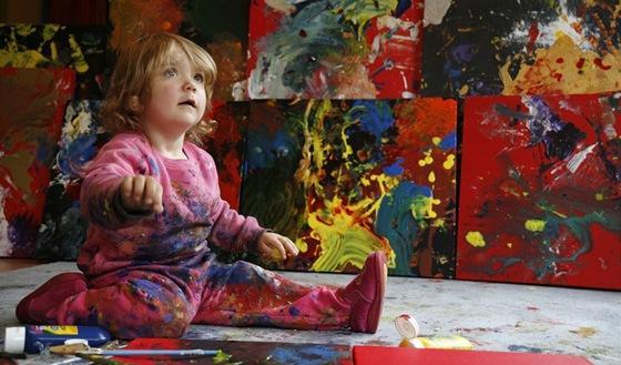 Dvouletá malířka Aelita Andre