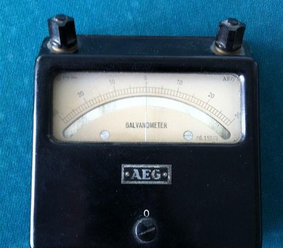Galvanometr po tat�nkovi je st�le funk�n�.