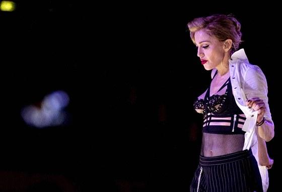 Madonna na koncertě v Římě během písničky Human Nature (12. června 2012).