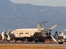 Miniraketoplán X-37B po přistání 16.6.2012. Ve vesmíru strávilo plavidlo 468