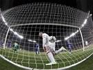TO JE GÓL. Anglický útočník Wayne Rooney oslavuje gól, který právě vstřelil.