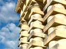Detail sloup� �editelsk�ho domu