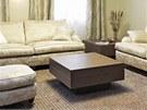 V obývacím pokoji si majitelé přáli luxusní pohodlné sezení. Sedáky i opěráky