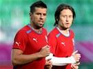 Milan Baro� (vlevo) a Tom� Rosick� na pond�ln�m tr�ninku �esk� reprezentace