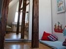Man�el� cht�li co nejv�c otev�en� byt s d�ev�n�mi podlahami a p�iznan�mi tr�my.