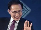 I Mjong-bak, prezident Korejsk� republiky, spoluautor zde publikovan�ho textu,