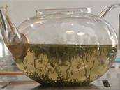 Kdo chce jít cestou nejmenšího odporu, zalije zelený sypaný čaj 90 °C horkou...