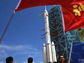 Přeprava rakety Dlouhý pochod k rampě je divácká záležitost otevřená pro