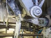 Brou�en� k�i���lov�ho skla pomoc� modern�ch stroj�