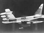 Strategické bombardéry mohou používat klamné cíle. Malý letounek Quail dokáže