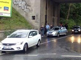 """Viadukt v pra�sk� Libni, kde police na�la t�lo """"hleda�e poklad�""""."""