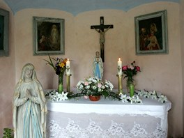 Vnitřní výzdoba kaplí je zapůjčená. Původní se nezachovala.
