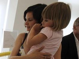 Vernisáže výstavy se zúčastnila vdova po Janu Kaplickém Eliška s dcerou