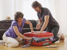 Při balení kufru si rozmyslete, co opravdu nutně potřebujete. Letecké