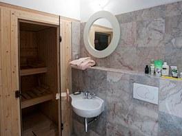 Z koupelny v p��zem� je vstup do sauny.