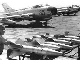 Po paprsku byly naváděné například protiletadlové řízené střely RS-2US z