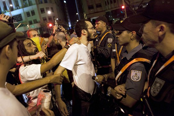 Summit o udržitelném rozvoji Rio+20, červen 2012 - protest v ulicích