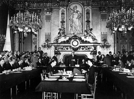 Ratifikace Pařížské smlouvy, která pouhých šest let po skončení druhé světové