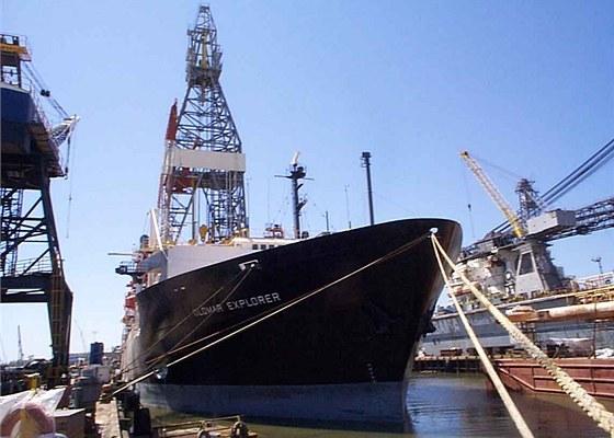 Loď Glomar Explorer postavená speciálně kvůli vyzvednutí ponorky K-129