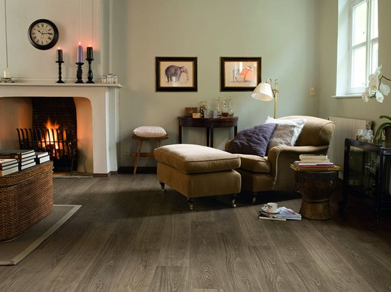 Lamely v podobě širokých prken se prosadily i u laminátových podlah.
