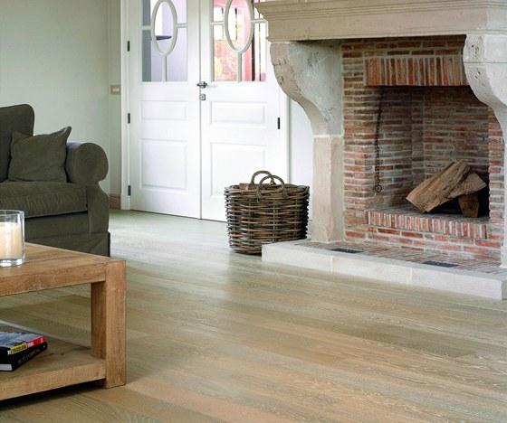Dekapé - odlišná barva zdůrazní strukturu dřeva.