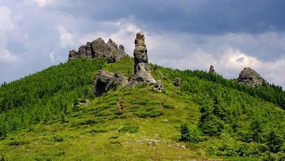 Vrch 12 Apotol (1 775 m) zdob bizarn andezitov skly.