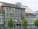 Zchátralé a už téměř dvacet let uzavřené městské lázně v Plzni.