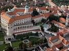 Letecký pohled na Mikulov a jeho zámek (červen 2012)