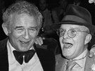 Takhle pat�� spisovatel�. Vlevo Norman Mailer, vpravo Truman Capote