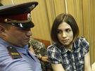 Nadežda Tolokonnikovová z Pussy Riot u soudu (Moskva, 20. června 2012)
