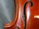 Část jedněch ukradených houslí.