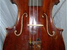 Zlod�j vzal i housle vyroben� dva roky po smrti rakousk�ho c�sa�e Josefa II.