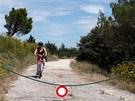 Divokou krajinou Provence vede celá řada cest, určených pouze pro cyklisty.