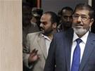 Nově zvolený egyptský prezident Muhammad Mursí vchází do televizního studia