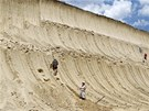 Jedná se o první odhalený masový hrob mamutů na světě (27. června 2012)