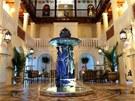 Versace vilu koupil v roce 1992 spole�n� se sousedn�m hotelem a zah�jil...