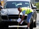 Policist� rekonstruuj� b�eznovou nehodu lobbisty Romana Janou�ka, p�i n�