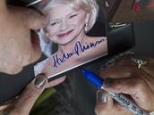 Britská herečka Helen Mirrenová rozdávala před Puppem podpisy.