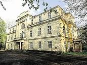 Zchátralý zámek v Hnojníku na Frýdecko-Místecku.