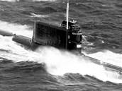 Sovětská ponorka třídy Golf II na moři