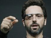 Sergey Brin, spoluzakladatel Google, předvádí Google Glass na I/O konferenci