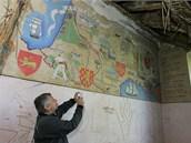 Zničený interiér zchátralého zámku v Dlouhé Loučce nedaleko Uničova na