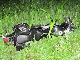 Motocykl Yamaha v kukuřičném poli u Staré Vsi nad Ondřejnicí na