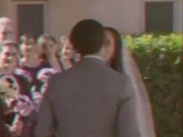 Polibte nevěstu. Je jako živá, že?