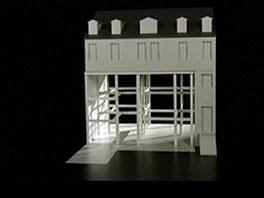 Model domu - dv� podla�� nechal architekt vybourat, m�sto nich postavil