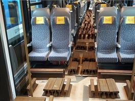 Simulování hmotnosti cestujících 40 tunami kolejnic