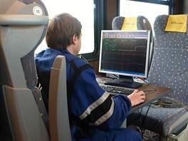 Data se zpracovávají počítači přímo na palubě soupravy