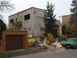 Vila dvacet let chátrala, majitel ji koupil v žalostném stavu.